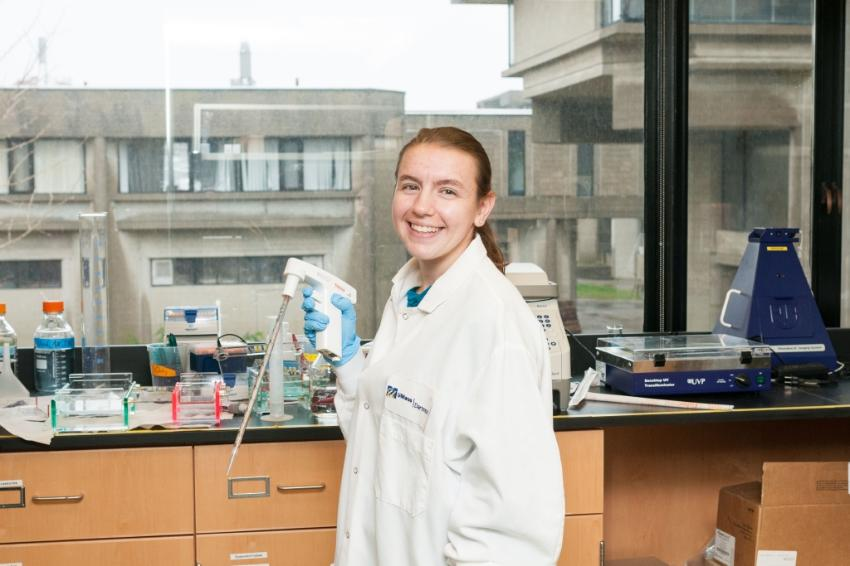 Bioengineering major Kayla Loycano '19 working in lab
