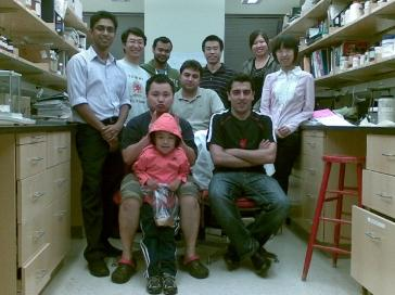 Dr. Guo and his research group in the lab