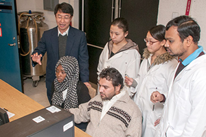 Dr. Maolin Guo with students